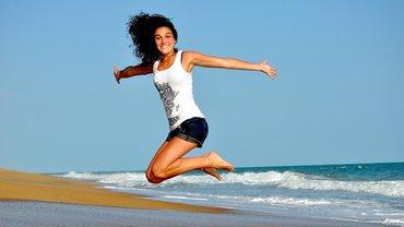 Junge Frau Sprung Freude Jubel Glück Gesundheit